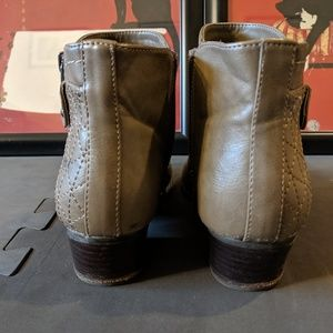 Unisa Shoes - Ankle boots. Taupe.